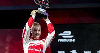 Felix Rosenqvist inleder 2017 medmiljonvinst i historiskt simulatorrace i Las Vegas