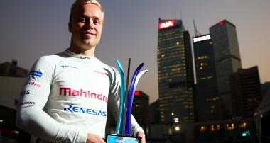 Felix Rosenqvist tar osannolik seger i omtumlande Formel E-premiär